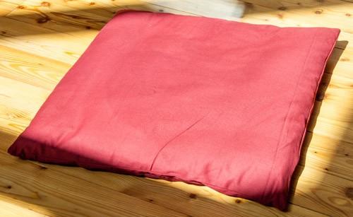 Meditationsmatte weinrot mit Baumwolle gefüllt