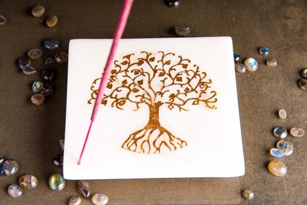 Marmorhalter mit goldenem Lebensbaum
