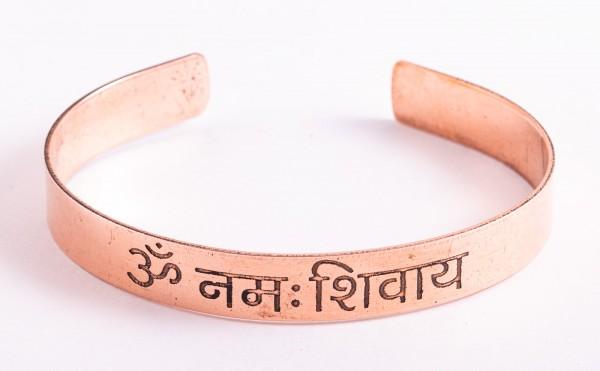 Kupferarmreif mit Om Namah Shivaya