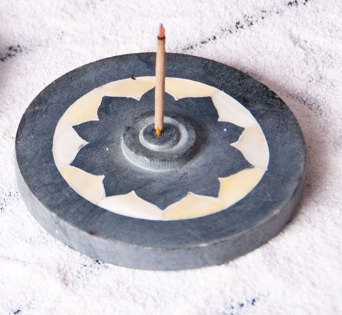 Lotus mit Perlmutteinlage - Specksteinhalter