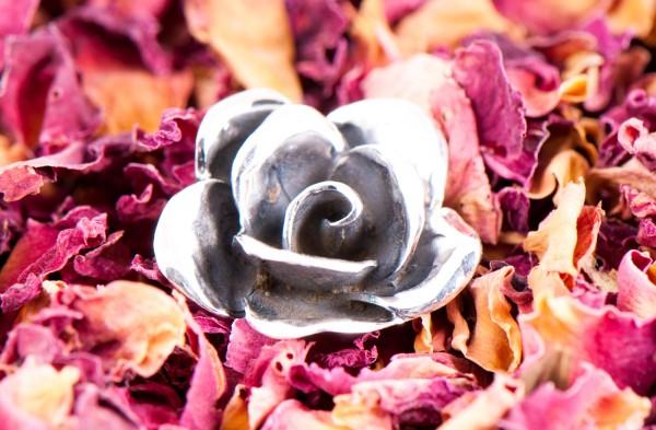 Rose der Liebe, Anhänger