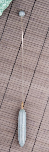 Tensor aus grauem Speckstein mit OM