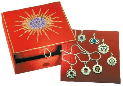 Chakra-Box mit allen sieben Chakra-Anhängern