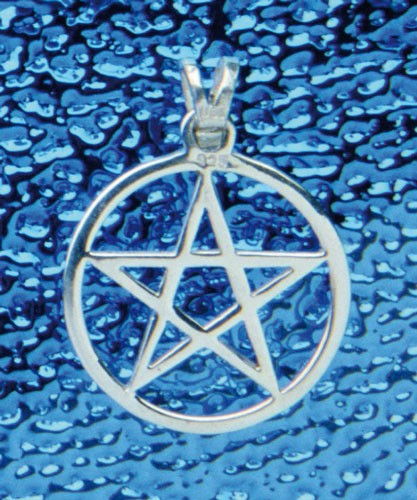 Pentagramm-Anhänger mit Rand ausgeschnitten