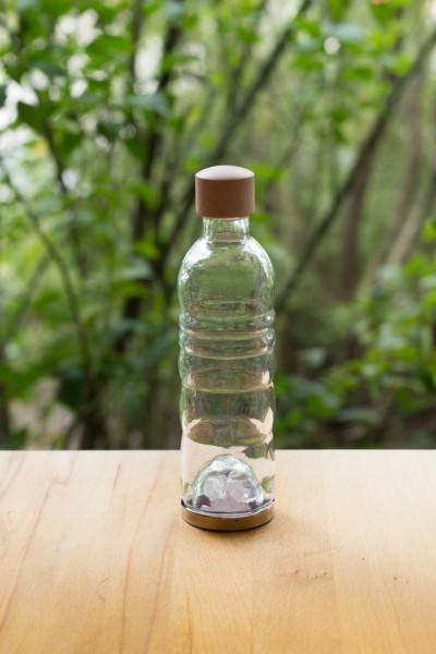 Trinkflasche mit Edelsteinmischung